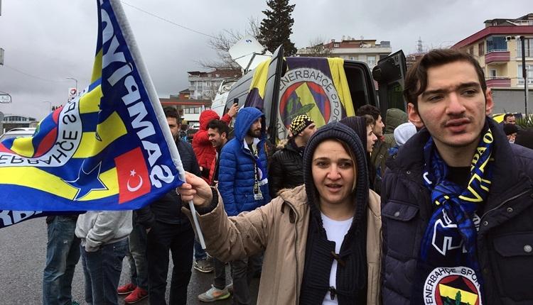 Fenerbahçe taraftarından takıma coşkulu uğurlama