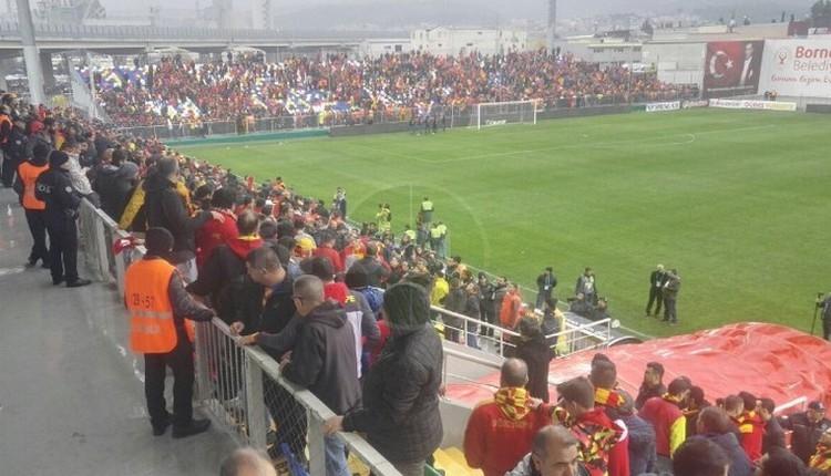 Göztepe - Osmanlıspor maçı sonrası saha karıştı