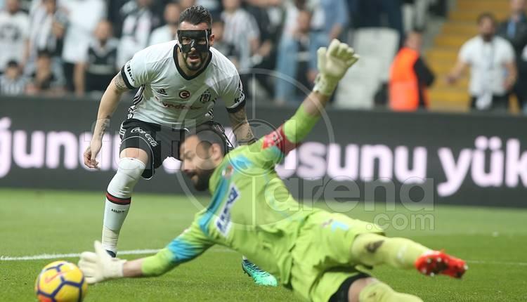 Alvaro Negredo, Alanyaspor maçına maskeyle çıktı