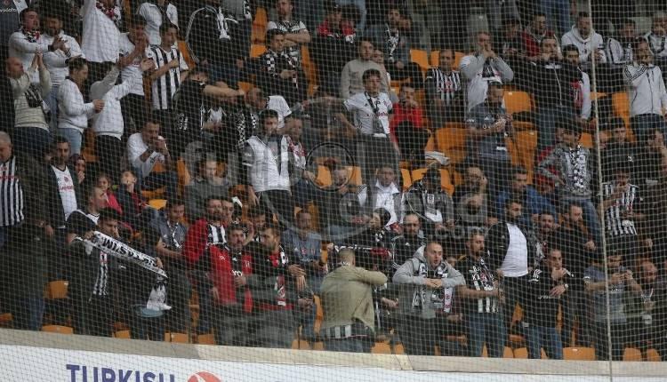 Başakşehir ve Beşiktaş taraftarları arasında sözlü atışma! 'Tiner kokuyor'