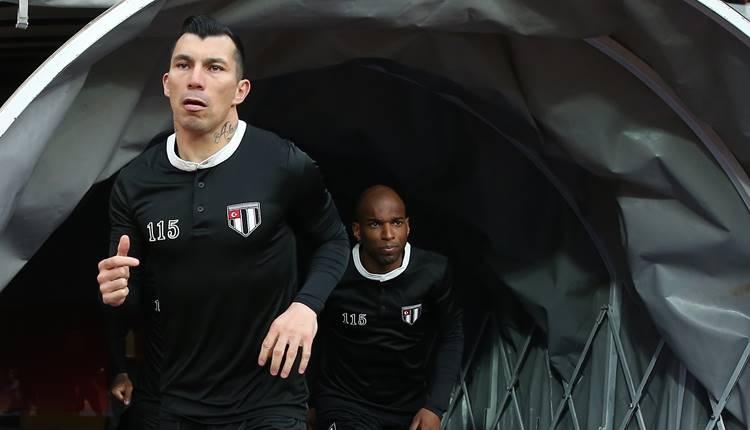 Beşiktaş'ta Gary Medel şoku! Cezalı duruma düştü...