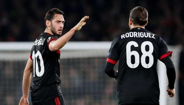 Hakan Çalhanoğlu Kadıköy'de Galatasaray taraftarlarına bağlandı