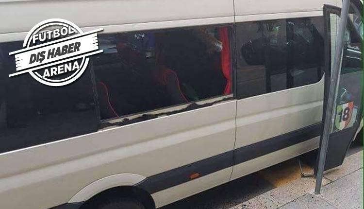 Juventus maçı öncesi Milan minibüsüne saldırı!