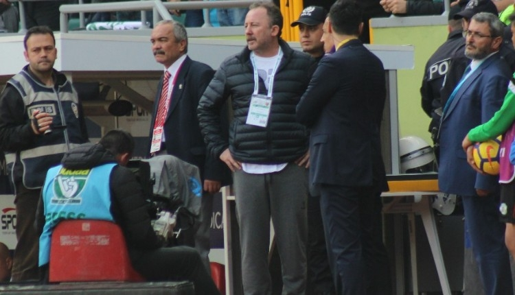 Konyaspor'da Sergen Yalçın'a şok! Tribüne gönderildi