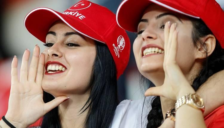 Milli maçta Yıldırım Demirören isyanı!