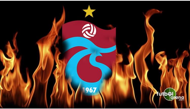 Trabzonspor - Beşiktaş maçında taraftar Türk bayrağıyla sahada