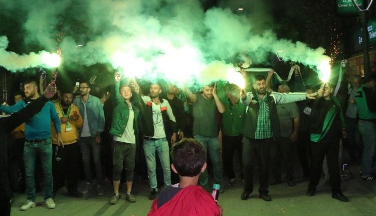 Akhisar sokağa döküldü! Galatasaray ve final sevinci