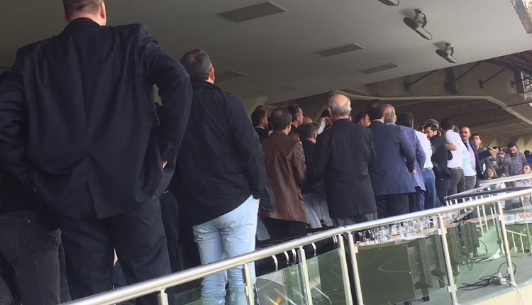 Denizlispor - Ankaragücü maçı protokol tribününde yumruk yumruğa kavga