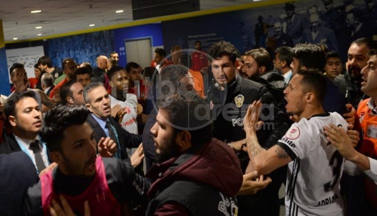 Fenerbahçe Beşiktaş soyunma odası kavgası İZLE
