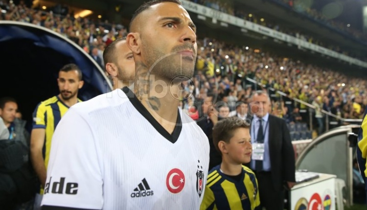 Fenerbahçe tribünlerinden Ricardo Quaresma'ya yabancı madde