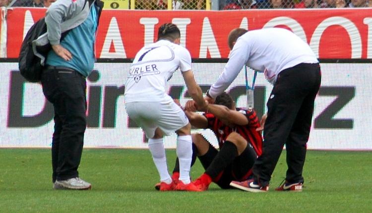 Gençlerbirliği futbolcusu Alper Uludağ gözyaşlarına boğuldu