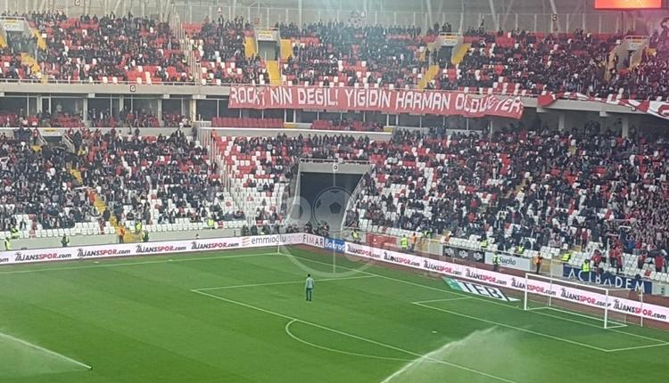 Sivasspor tribünlerinden Galatasaray'a gönderme
