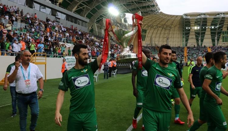 Akhisarspor kupayla stadı turladı