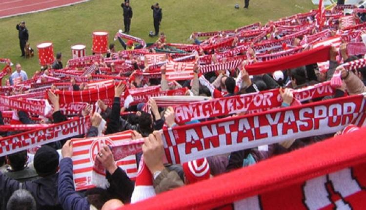 Antalyaspor taraftarlarından Başakşehir maçında yönetime İzmir Marşı tepkisi
