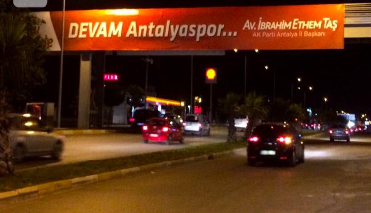 Antalyasporlu taraftarlar, 'Devam Antalyaspor' pankartına tepkili