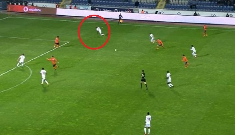 Başakşehir'in Sivasspor'a attığı golde büyük hata! Futbolcular arasında...