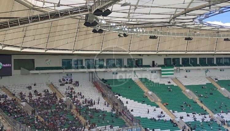 Bursasporlu taraftarlardan Aziz Yıldırım ve Fenerbahçe'ye olay gönderme