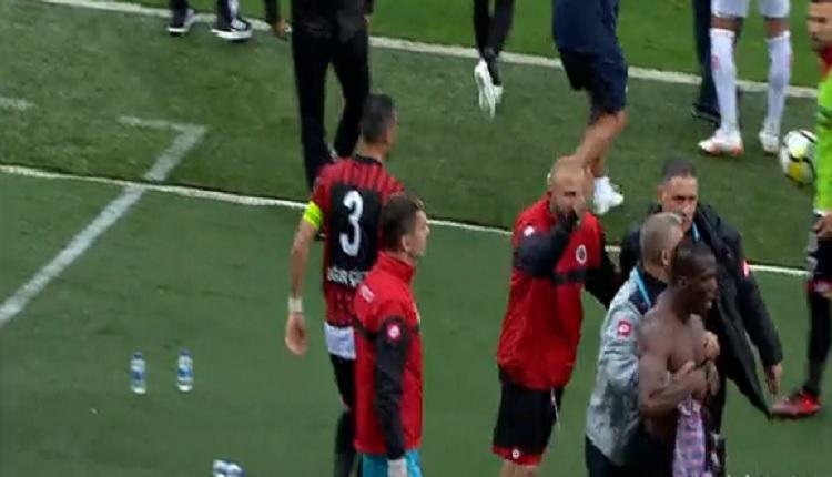Gençlerbirliği'nde Pogba, takım arkadaşına sinirlendi ve sahayı terk etti