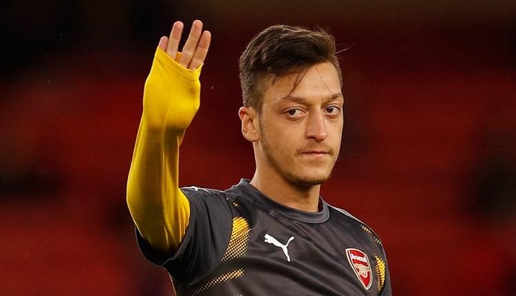 FB Haberleri: Mesut Özil Fenerbahçe formasıyla poz verdi