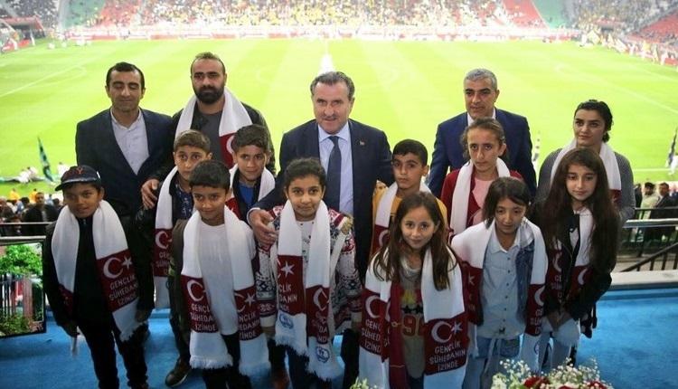 Osman Aşkın Bak, Beytüşşebap'taki çocukları unutmadı