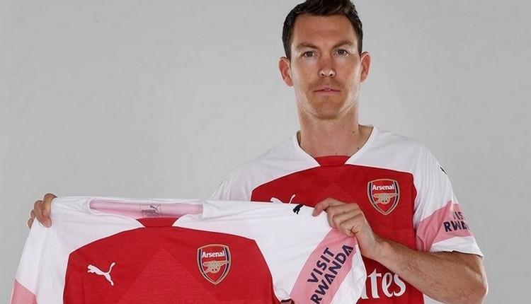 Arsenal, Beşiktaş'ın gözdesi Stephan Lichtsteiner transfer etti
