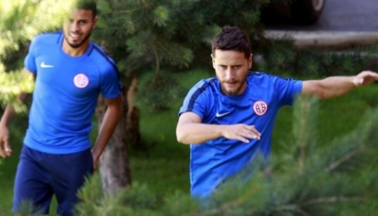 Antalyaspor'dan Hollanda'da rehin kaldı iddialarına yanıt