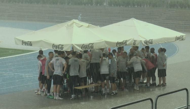 BJK Haberleri: Beşiktaş idmanına yağmur engeli