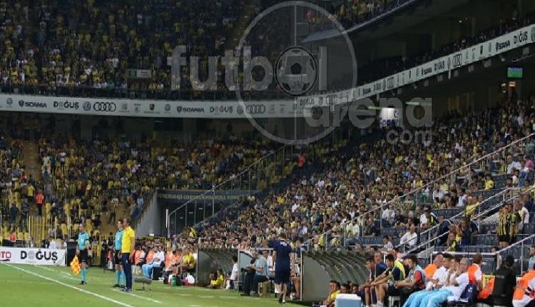Fenerbahçe taraftarlarından Feyenoord maçında Beşiktaş'a küfür