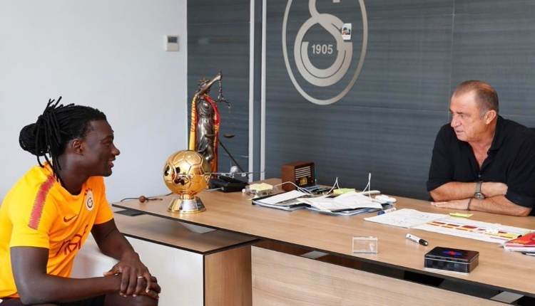GS Haber: Bafetimbi Gomis'e altın top ödülü verildi
