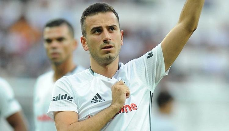 Beşiktaş taraftarlarından Partizan maçında Oğuzhan'a destek