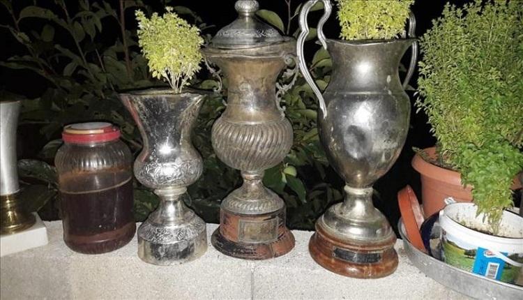 Denizlispor'un çöpe attığı kupalar saksı olarak kullanıldı