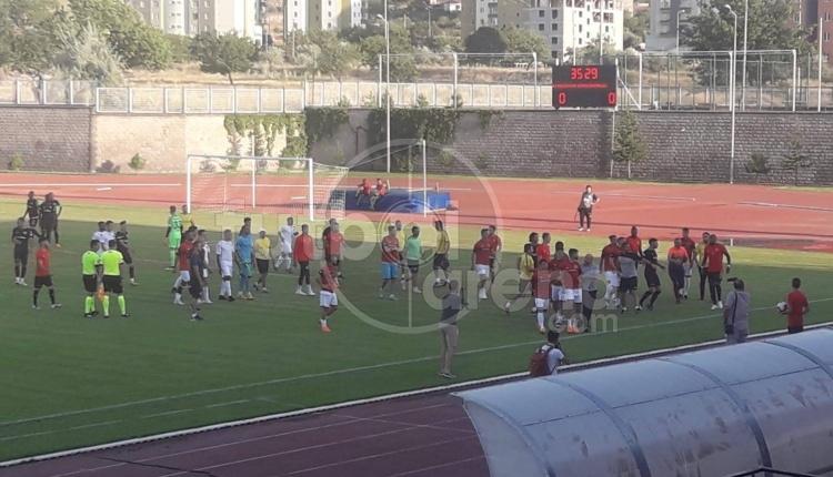 Kayserispor - Gençlerbirliği maçında saha karıştı