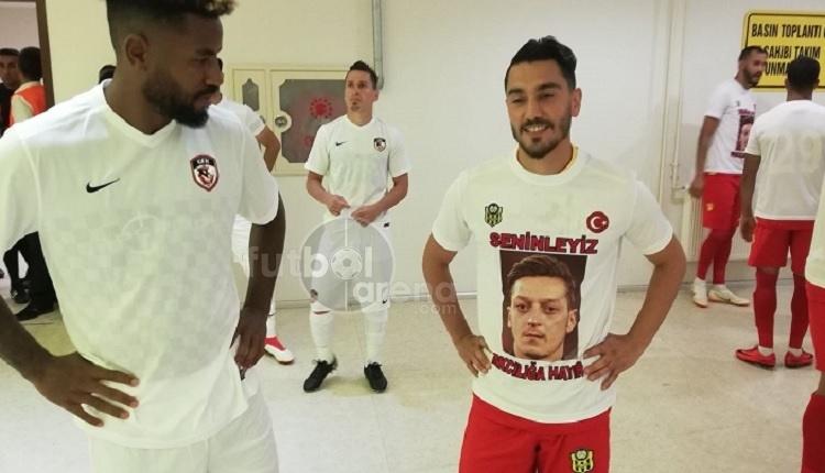 Yeni Malatyasporlu futbolculardan Mesut Özil'e destek