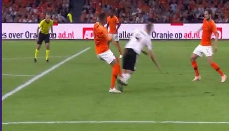 Cüneyt Çakır'dan Hollanda - Almanya maçında kritik karar