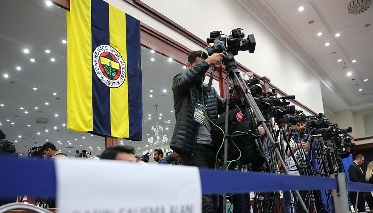 Fenerbahçe Divan Kurulu Toplantısında Semih Özsoy ile Burhan Karaçam arasındaki dikkat çeken görüntü