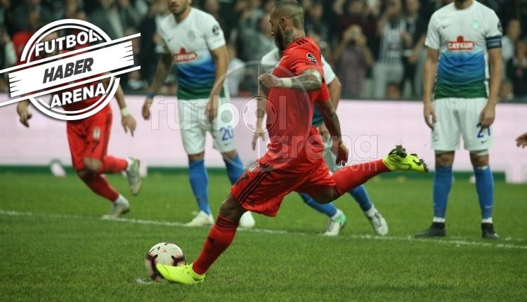 Ricardo Quaresma penaltıyı kaçırdı, taraftar destek oldu