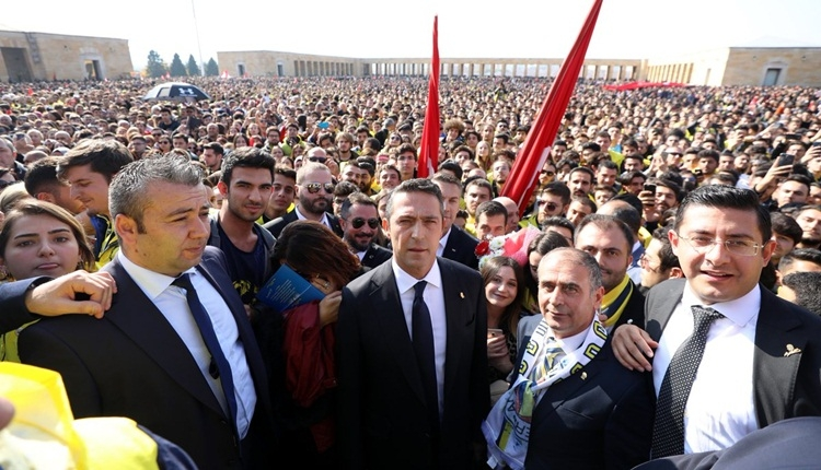 Ali Koç, Fenerbahçe taraftarıyla Anıtkabir'e akın etti