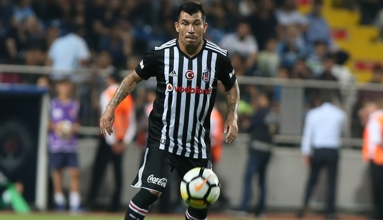 Beşiktaş'ta Gary Medel ve Adriano idmana çıkmadı