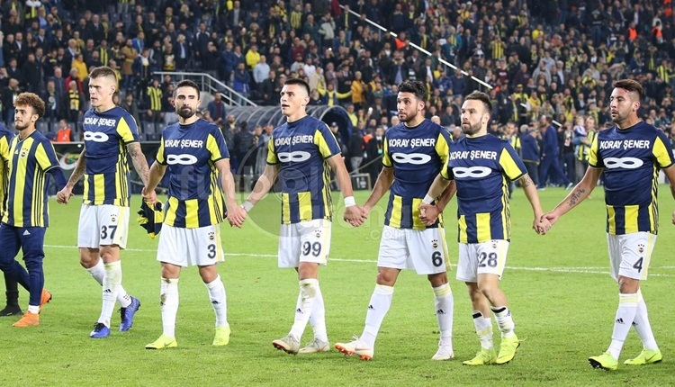 Fenerbahçe futbolcuları Koray Şener'in tribününe gitti
