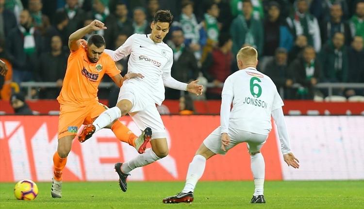 Konyaspor - Alanyaspor maçında saha karıştı! VAR kararıyla penaltı