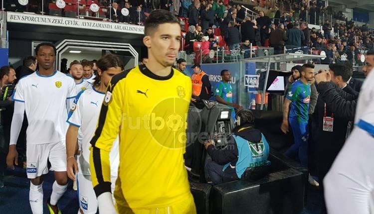 Rizespor - Ankaragücü maçında tartışmalı penaltı! Genç kaleci Altay Bayındır yıldızlaştı