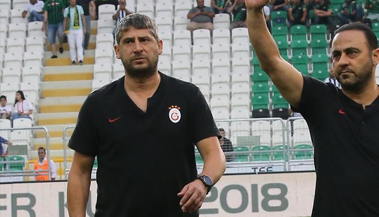 Schalke taraftarlarının attığı yabancı madde Ümit Davala'ya geldi