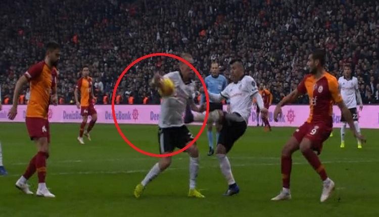 Galatasaray'ın penaltı isyanı! Gary Medel ve Vida