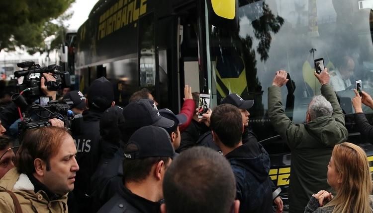 Fenerbahçe'nin Antalya kampında marş krizi! Hikmet Karaman sinirlendi