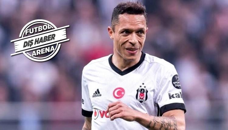Santos'tan Adriano için transfer açıklaması