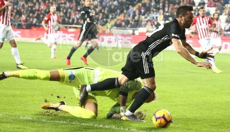 Antalyaspor Beşiktaş maçında tekrar edilen penaltı ve VAR kararı