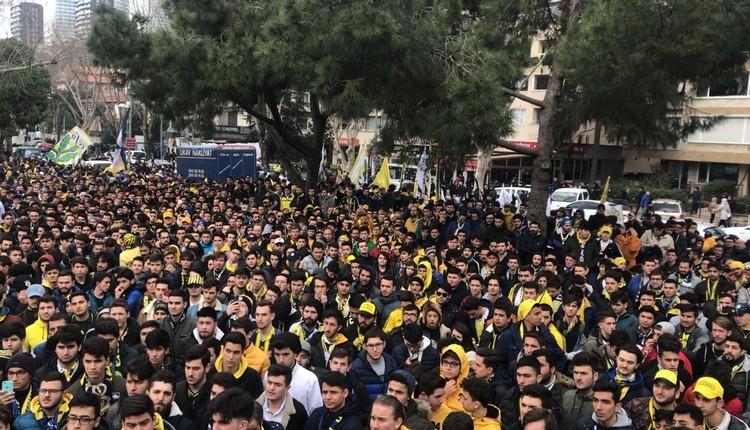 Fenerbahçeli taraftarlardan TFF'ye protesto yürüyüşü
