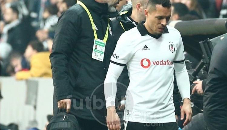Beşiktaş'ta Adriano ve Necip Uysal sakatlandı! Göztepe maçını yarıda bıraktı