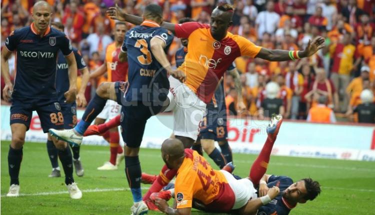 Galatasaray'ın Başakşehir maçında penaltı beklediği pozisyon