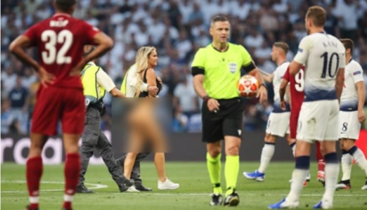 Femen, Liverpool - Tottenham maçını protesto mu etti? (Liverpool Tottenham maçında sahaya giren çıplak kadın)